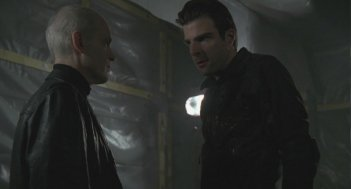 Zeljko Ivanek e Zachary Quinto in una scena di Turn And Face The Strange dalla terza stagione di Heroes