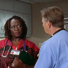 Aloma Wright in una scena del serial televisivo Scrubs