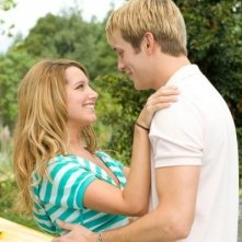 Ashley Tisdale e Robert Hoffman in una scena di Alieni in soffitta
