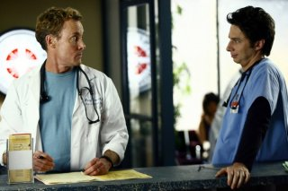 John C. McGinley e Zach Braff in una scena del serial Scrubs