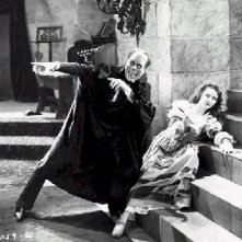 Lon Chaney e Mary Philbin in una scena di The Phantom of the Opera