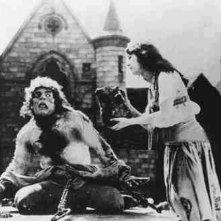 Lon Chaney e Patsy Ruth Miller ne Il gobbo di Notre Dame