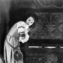 Mary Philbin in una scena di The Phantom of the Opera