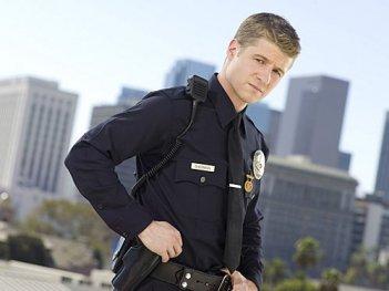 Benjamin McKenzie è Ben nella serie TV Southland