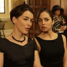 Olivia Williams ed Eliza Dushku nell'episodio Haunted di Dollhouse