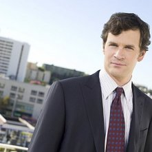 Tom Everett Scott è Russell nella serie TV Southland