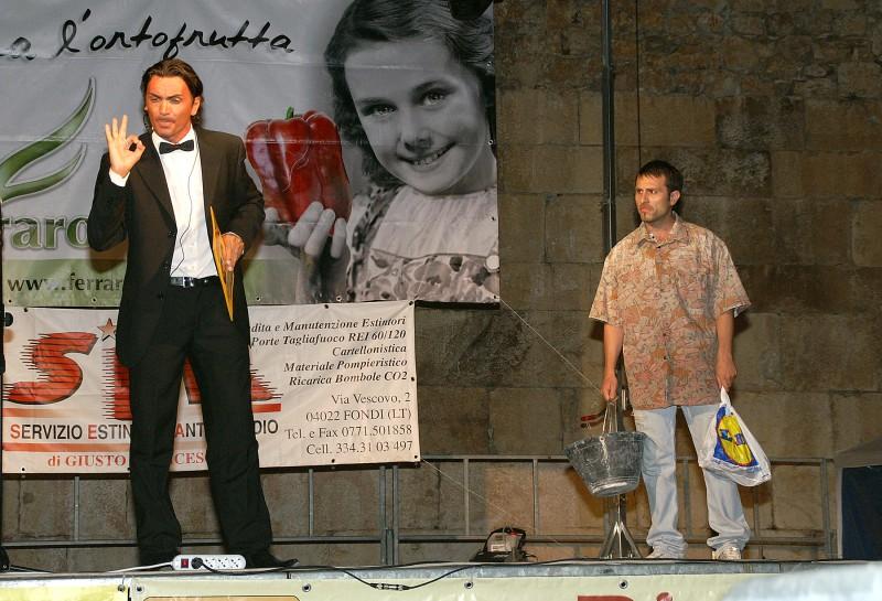 Vincenzo Palazzo Durante Una Performance Di Cabaret 111471
