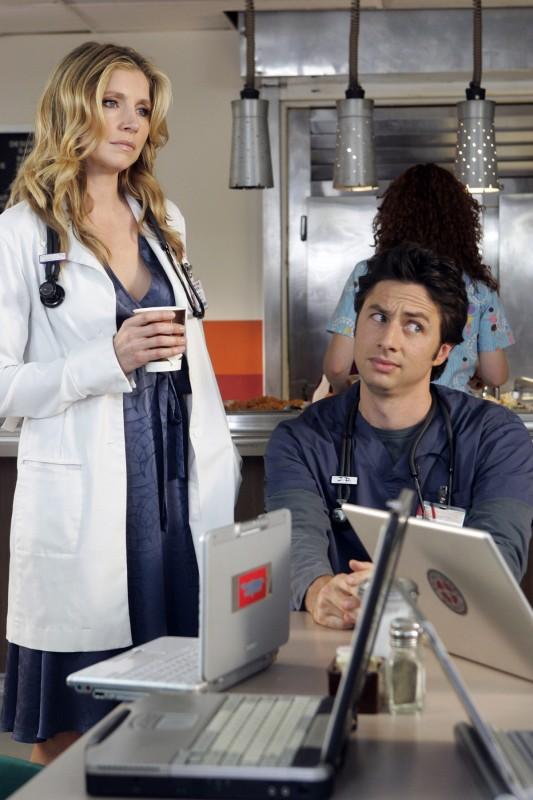 Zach Braff Con Sarah Chalke In Una Scena Di Scrubs 111484