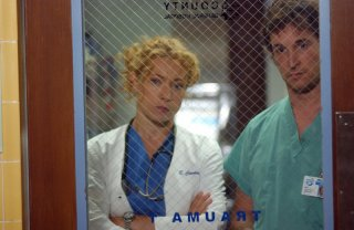 Alex Kingston con Noah Wyle nel serial E.R. Medici in prima linea