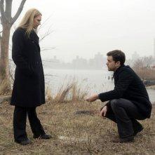 Anna Torv e Joshua Jackson nell'episodio Midnight di Fringe