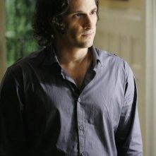Hal Ozsan in una scena dell'episodio Bringing Down the House della terza stagione di Kyle XY
