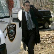 Kirk Acevedo in una scena dell'episodio Unleashed di Fringe