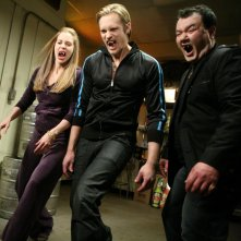 Kristin Bauer, Alexander Skarsgard e Patrick Gallagher in un'immagine dell'episodio 'Keep This Party Going' della seconda stagione di True Blood