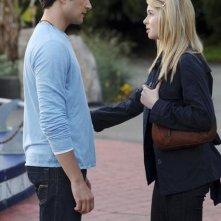 Matt Dallas e Kirsten Prout in una scena dell'episodio 'Psychic Friend' della serie tv Kyle XY