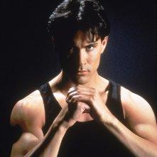 Brandon Lee in una foto promo per Drago d'acciaio