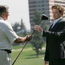 Dan Lauria e Simon Baker in una scena dell'episodio Red Sauce di The Mentalist