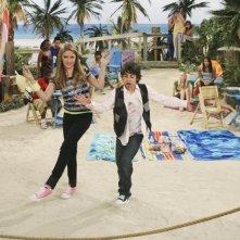 Emily Osment e Moises Arias in una scena dell'episodio Knock Knock Knockin' on Jackson's Head di Hannah Montana