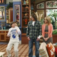 Jason Earles, Billy Ray Cyrus e Cheryl Hines in una scena dell'episodi What I Don't Like About You di Hannah Montana