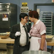 Jason Earles e Vicki Lawrence in una scena dell'episodio You Give Lunch a Bad Name di Hannah Montana