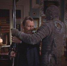 John Banning affronta La mummia