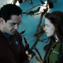 José Zúñiga e Kristen Stewart in una scena di Twilight