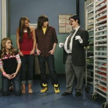 Miley Cyrus, Emily Osment e Mitchel Musso in una scena dell'episodio You Give Lunch a Bad Name di Hannah Montana