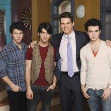 Parte del cast di JONAS in una foto promozionale della serie