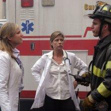 Sherry Stringfield e Maura Tierney in una scena di ER - medici in prima linea