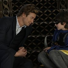 Simon Baker e Brandon Waters in un momento dell'episodio Scarlett Fever della serie The Mentalist
