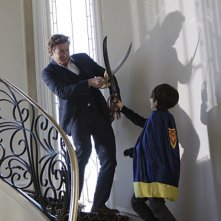Simon Baker e Brandon Waters in una scena dell'episodio Scarlett Fever della serie The Mentalist