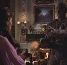 Yvonne Furneaux con Christopher Lee in una scena de La mummia
