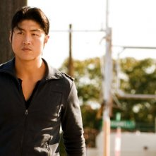Brian Tee in un momento dell'episodio 'F-36, Sprint Left, T-4' della serie tv Crash