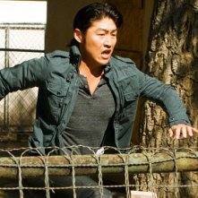 Brian Tee in una scena d'azione dell'episodio 'Ring Dings' della serie tv Crash