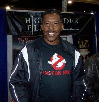 Ernie Hudson con la maglietta dei Ghostbusters