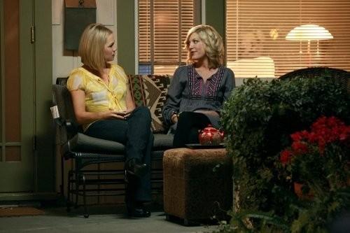 Jennie Garth E Tori Spelling In Una Scena Dell Episodio Okaeri Donna Di 90210 112428