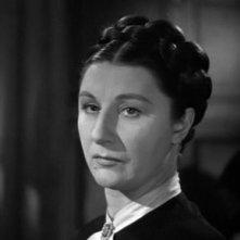 Judith Anderson è la signora Danvers in Rebecca, la prima moglie