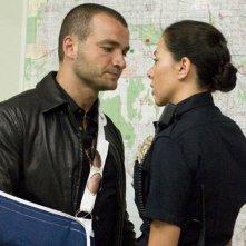 Nick Tarabay ed Arlene Tur nell'episodio 'Bugie' della prima stagione della serie tv Crash