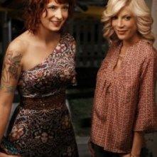 Tori Spelling e Diablo Cody in una scena dell'episodio Okaeri, Donna! di 90210