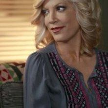 Tori Spelling in una scena dell'episodio Okaeri, Donna! di 90210