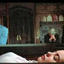 Vincent Price con Myrna Fahey e Mark Damon in una scena de I vivi e i morti