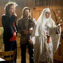 Gina Bellman, Timothy Hutton e Christian Kane  in una scena dell'episodio ' The Stork Job ' della serie tv Leverage