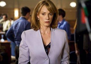 Lauren Holly in un momento dell'episodio 'The Juror #6 Job' della prima stagione di Leverage