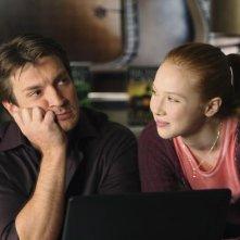 Nathan Fillion e Molly C. Quinn nell'episodio Hell Hath No Fury della serie Castle