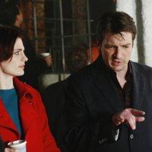 Nathan Fillion e Stana Katic in una scena dell'episodio Hell Hath No Fury della serie Castle