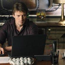 Nathan Fillion in una scena dell'episodio Hell Hath No Fury della serie Castle