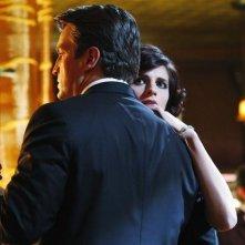 Stana Katic e Nathan Fillion in una scena dell'episodio Home Is Where the Heart Stops di Castle