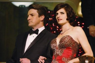 Stana Katic e Nathan Fillion nell'episodio Home Is Where the Heart Stops di Castle