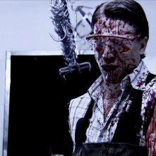 Adam (Ottaviano Blitch) sporco di sangue