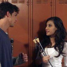 Daren Kagasoff e Francia Raisa in una scena dell'episodio Innamorarsi  de La vita segreta di una teenager americana