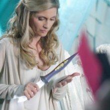 Helen Slater in una scena dell'episodio ' L'anello Blu ' della settima stagione di Smallville